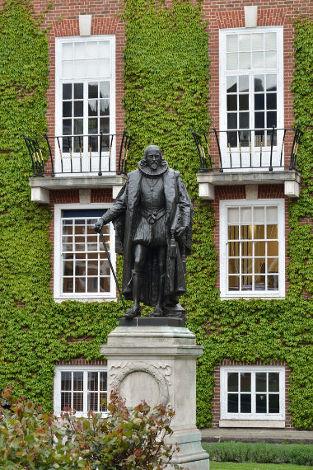 O filósofo empirista Francis Bacon deixou uma grande contribuição para a Filosofia: a teoria dos ídolos
