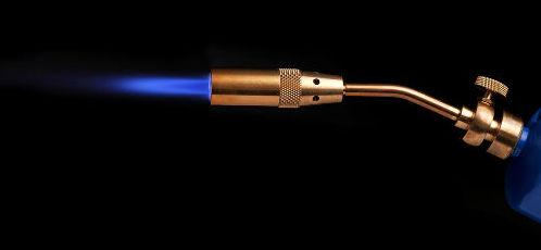 O gás acetileno utilizado em maçaricos pode ser obtido em reações com carbetos
