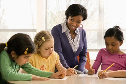 O jogo pedagógico permite a fixação dos conteúdos e amplia a capacidade de relacionamento interpessoal