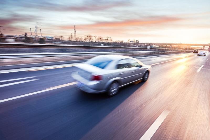 O movimento de um carro pode ser caracterizado como acelerado, retardado ou uniforme