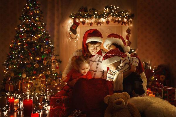 O Natal acontece no dia 25 de dezembro e celebra o nascimento de Jesus Cristo. Outras pessoas consideram a data um período de fraternidade.