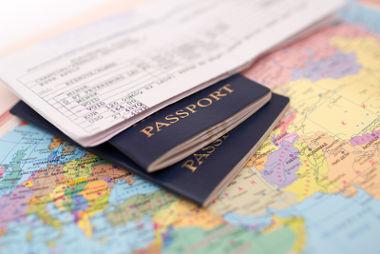 O passaporte é o documento que identifica o viajante e sua nacionalidade.