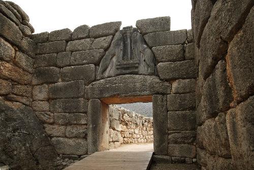O Portal do Leão é a entrada principal da citadela da antiga cidade de Micenas