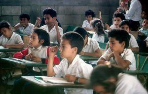 O processo de expansão da escolarização básica no Brasil só começou em meados do século XX