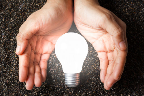 O professor de Física pode estimular os alunos a realizarem um consumo consciente de energia elétrica.