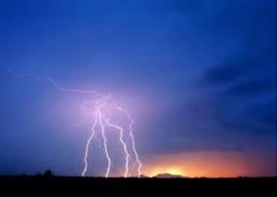O raio ocorre por existir diferença de potencial entre duas nuvens