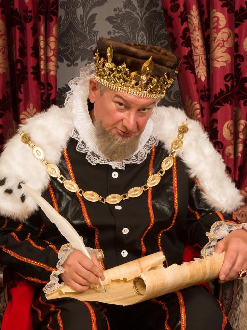 O Rei era o detentor do poder soberano nas monarquias absolutistas da Idade Média