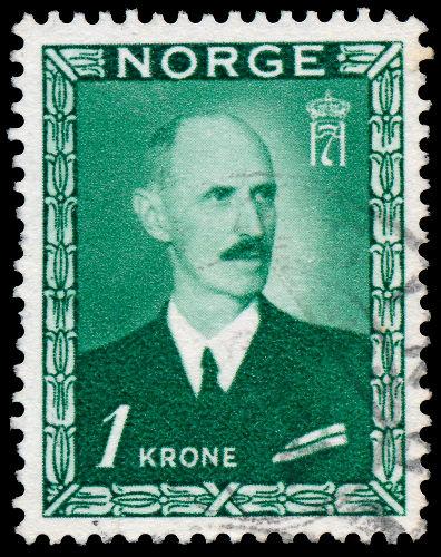 O rei da Noruega, Haakon, organizou a resistência local contra os nazistas, porém, acabou fugindo para Londres *