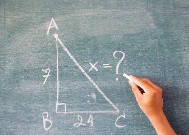 O Teorema de Pitágoras é usado para descobrir a distância entre dois pontos no espaço