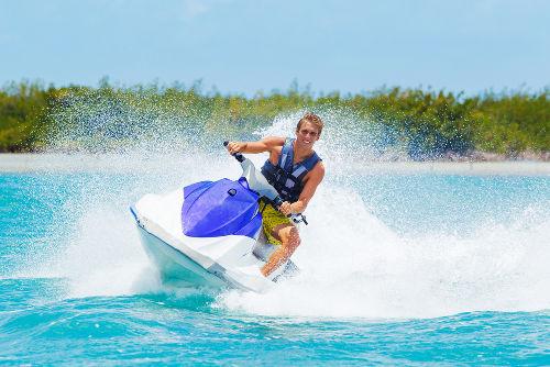O termo jet ski foi cunhado a partir da empresa fabricante Kawasaki