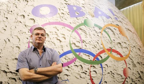 """""""O objetivo é levar a maior quantidade de informações sobre as ciências espaciais para a sala de aula"""" - João Canalle coordenador da OBA"""