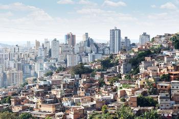 Os bairros periféricos são exemplos concretos da estratificação e da desigualdade social