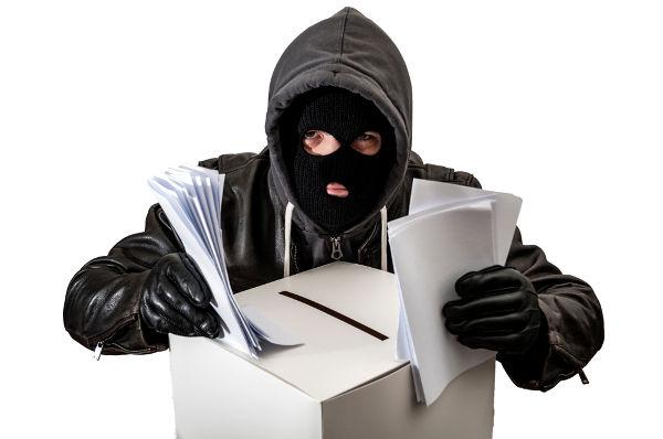 Os crimes eleitorais estão definidos no Código Eleitoral de 1965 e na Lei das Eleições de 1997.