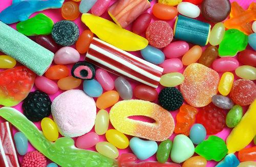 Os ésteres são substâncias orgânicas usadas na produção de doces