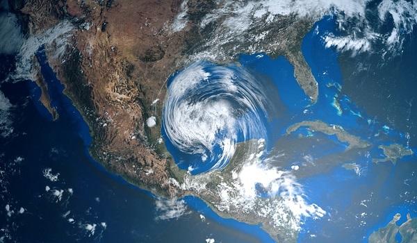 Os furacões formados no Oceano Atlântico Norte geram um espiral no sentido anti-horário