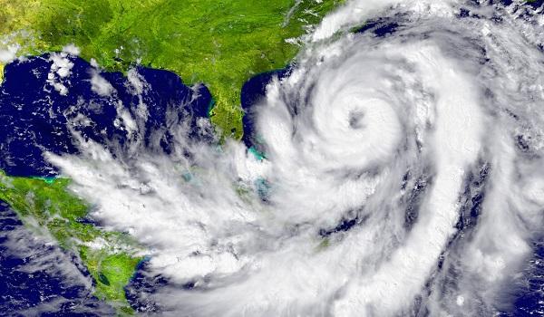 Os furacões formam-se no Oceano Atlântico