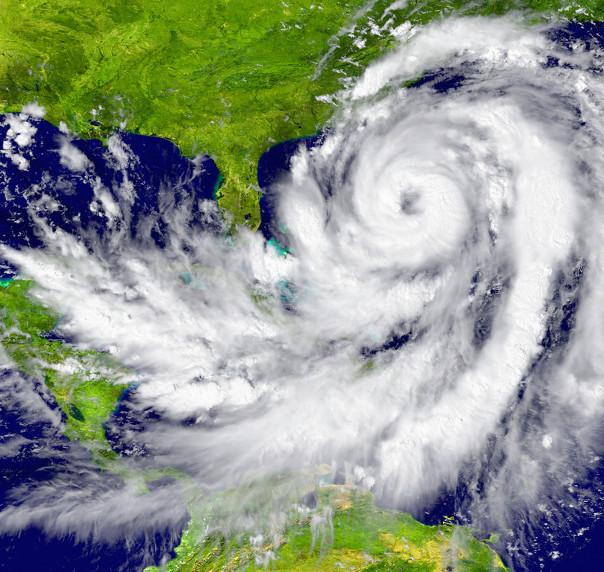 Os furacões formam-se no Oceano Atlântico, entre os trópicos de Câncer e Capricórnio