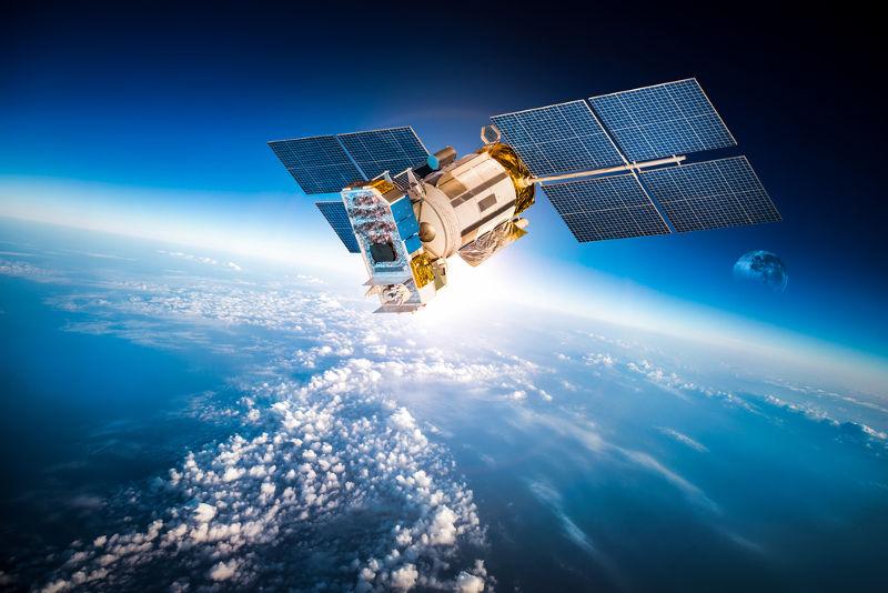 Os satélites artificiais são colocados em órbita ao redor da Terra