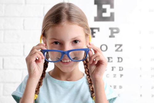 Os valores contidos na receita dos óculos correspondem à vergência das lentes