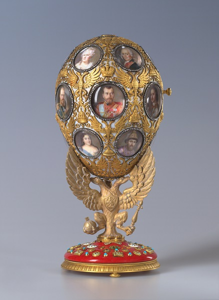Um exemplar dos ovos de páscoa desenvolvidos pelo joalheiro Peter Carl Fabergé para a família Romanov*