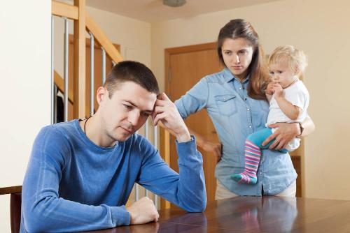 Pais mais jovens têm mais propensão a desenvolver a depressão pós-parto masculina