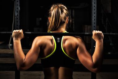 Para erguer o peso, é necessária a aplicação de uma força