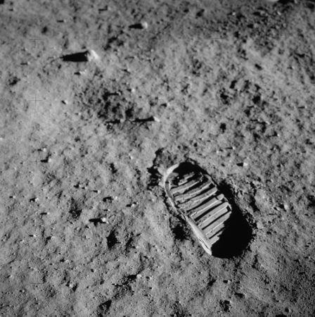 Pegada do astronauta Neil Armstrong na superfície lunar