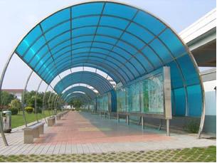 Estrutura feita à base de policarbonato.