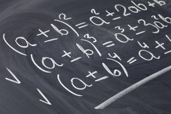 Polinômios são expressões algébricas formadas por monômios.