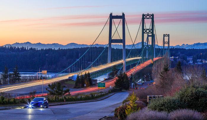 A ruptura da ponte sobre o rio Tacoma ocorreu em 1940 em virtude da ressonância com o vento que passava por ela.