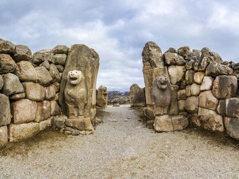 Porta do Leão, entrada do que um dia foi a cidade de Hattusa, capital dos hititas
