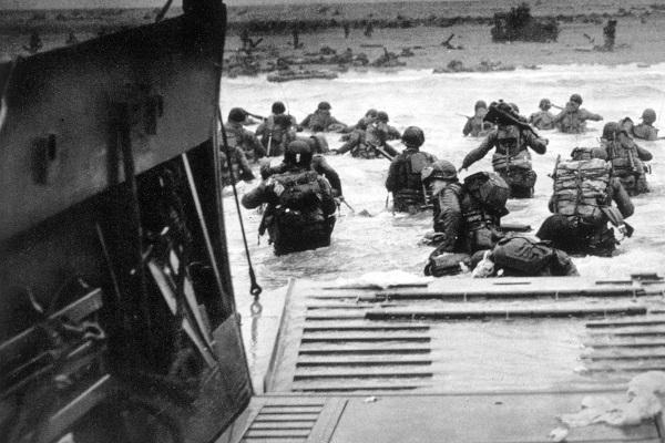 Desembarque de soldados americanos na praia de Omaha durante o Dia D, em 6 de junho de 1944.