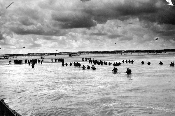 Desembarque dos Aliados na praia de Utah durante o Dia D.
