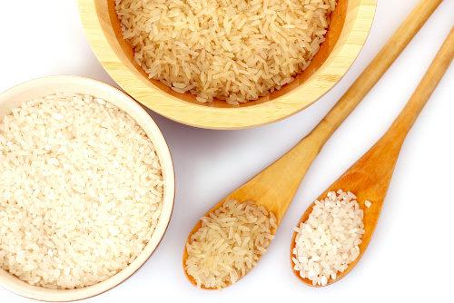 Qual a diferença entre o arroz integral e o arroz branco?