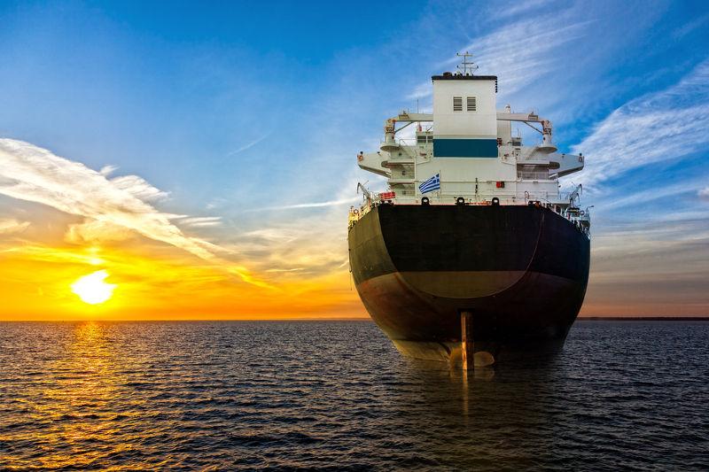 Quando o peso do navio iguala-se ao empuxo, a embarcação flutua
