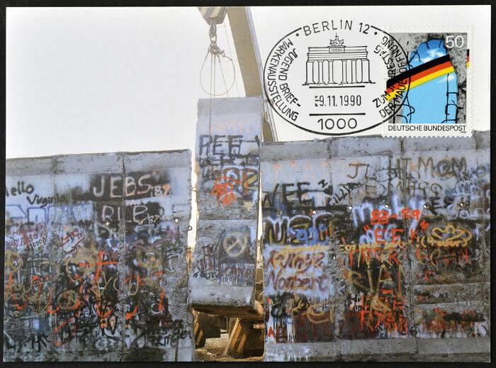 Cartão-postal da Alemanha celebrando a queda do Muro de Berlim, que aconteceu em novembro de 1989.*