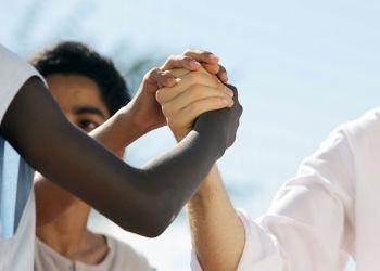 Raça e etnia exploram fatores distintos ao retratar as diferenças humanas