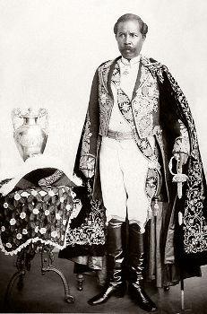 Rainilaiarivony, primeiro-ministro malgaxe que tentou resistir ao domínio francês em Madagáscar*