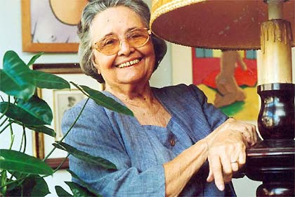 Raquel de Queiroz foi a primeira mulher a ingressar na Academia Brasileira de Letras.