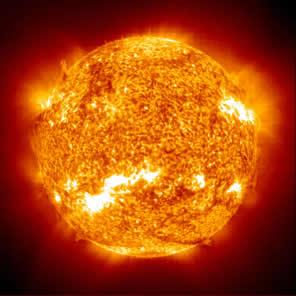 Um elo entre a Química e a Astronomia: reações nucleares presentes nos astros como as estrelas, incluindo o Sol, que, em seu centro, transforma várias centenas de milhões de toneladas de hélio, a cada segundo