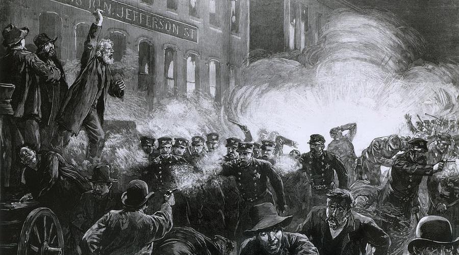 O evento na praça Haymarket, Chicago, foi marcado pela violência e pela repressão ferrenha aos movimentos de trabalhadores organizados