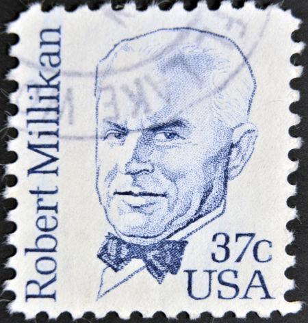 Robert Millikan ganhou o prêmio Nobel de Física em 1923 pela determinação da carga do elétron*