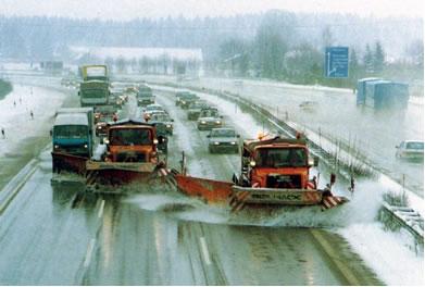 Em países onde há muita neve joga-se sal nas estradas
