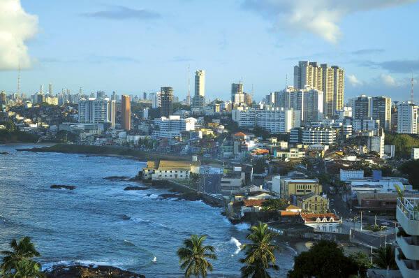 A cidade de Salvador foi construída em 1549, durante o governo de Tomé de Sousa, sendo capital do Brasil até o século XVIII.