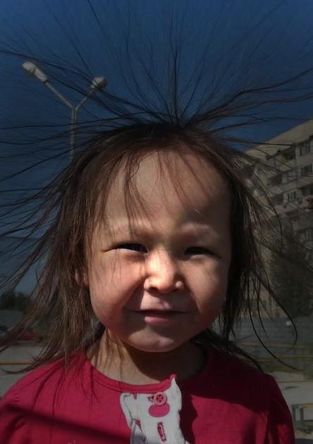 Se os seus cabelos ficarem eriçados durante uma tempestade, procure abrigo, pois um raio pode cair por perto!