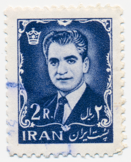 Selo impresso no Irã mostra o retrato de Mohammad Reza Shah Pahlavi (1919-1980)*