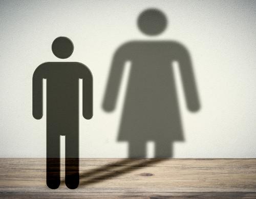 Solicitação de atendimento pelo nome social visa a garantia de direitos iguais para travestis e transexuais