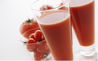 Suco de tomate contém licopeno.