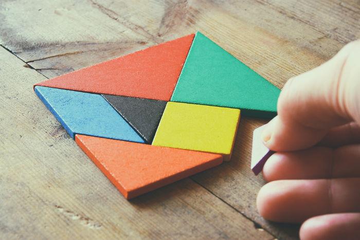 Tangram: Objeto formado por paralelogramos e triângulos