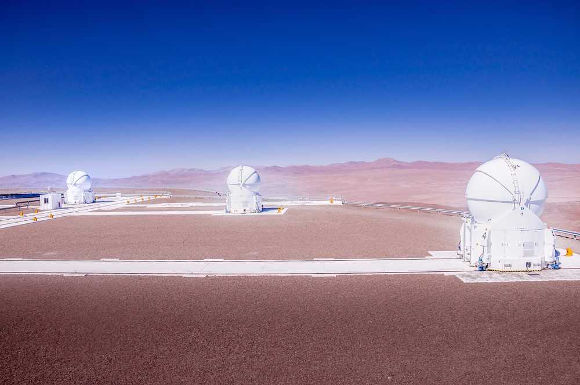 Telescópio localizado no Deserto do Atacama, Chile*
